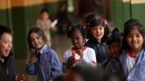 Inmigrantes en la sala de clases: el desafío de educar a niños extranjeros