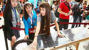 Escolares muestran que la tecnología sí es área de mujeres