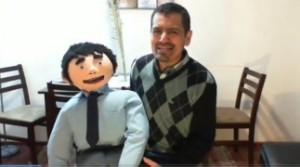 Profesor de Lenguaje usa las redes sociales para enseñar a sus alumnos